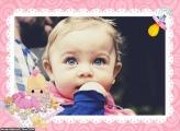 Bebê Menina Brincando Moldura